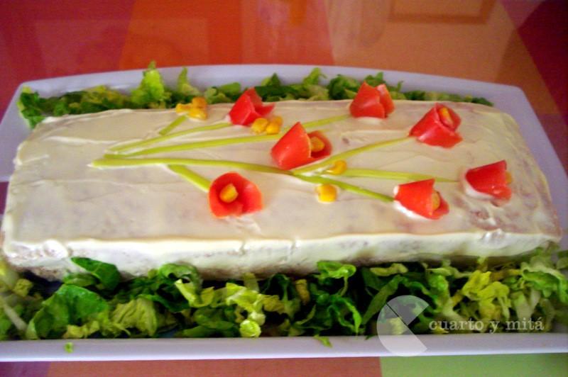 Cuarto Y Mitá Pastel De Espárragos Blancos Con Atún Y Pan